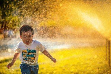 【日本の子育て】欧米は子供が幸せってホント?|日本の子供は?